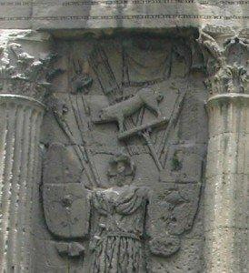 10 000 ans d'histoire d'enseignes et d'animaux totems dans Un savoir-faire d'avant le Néolithique orange-enseignes-274x300